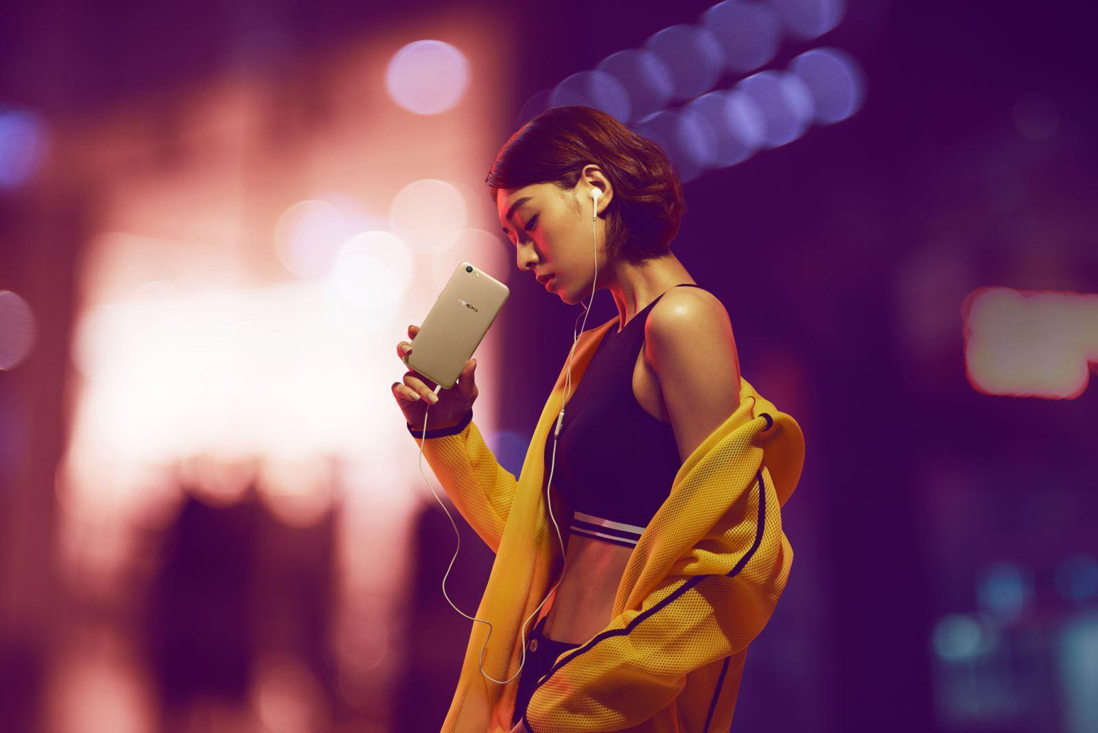 OPPO F3 Lite sở hữu camera trươc 16MP tích hợp với tính năng Beautify 4.0 hỗ trợ tối đa cho selfie, giúp ảnh chụp rõ nét ngay trong điều kiện thiếu sáng